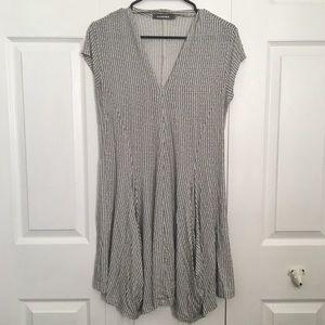 Alembika Black & White V-neck Dress 2